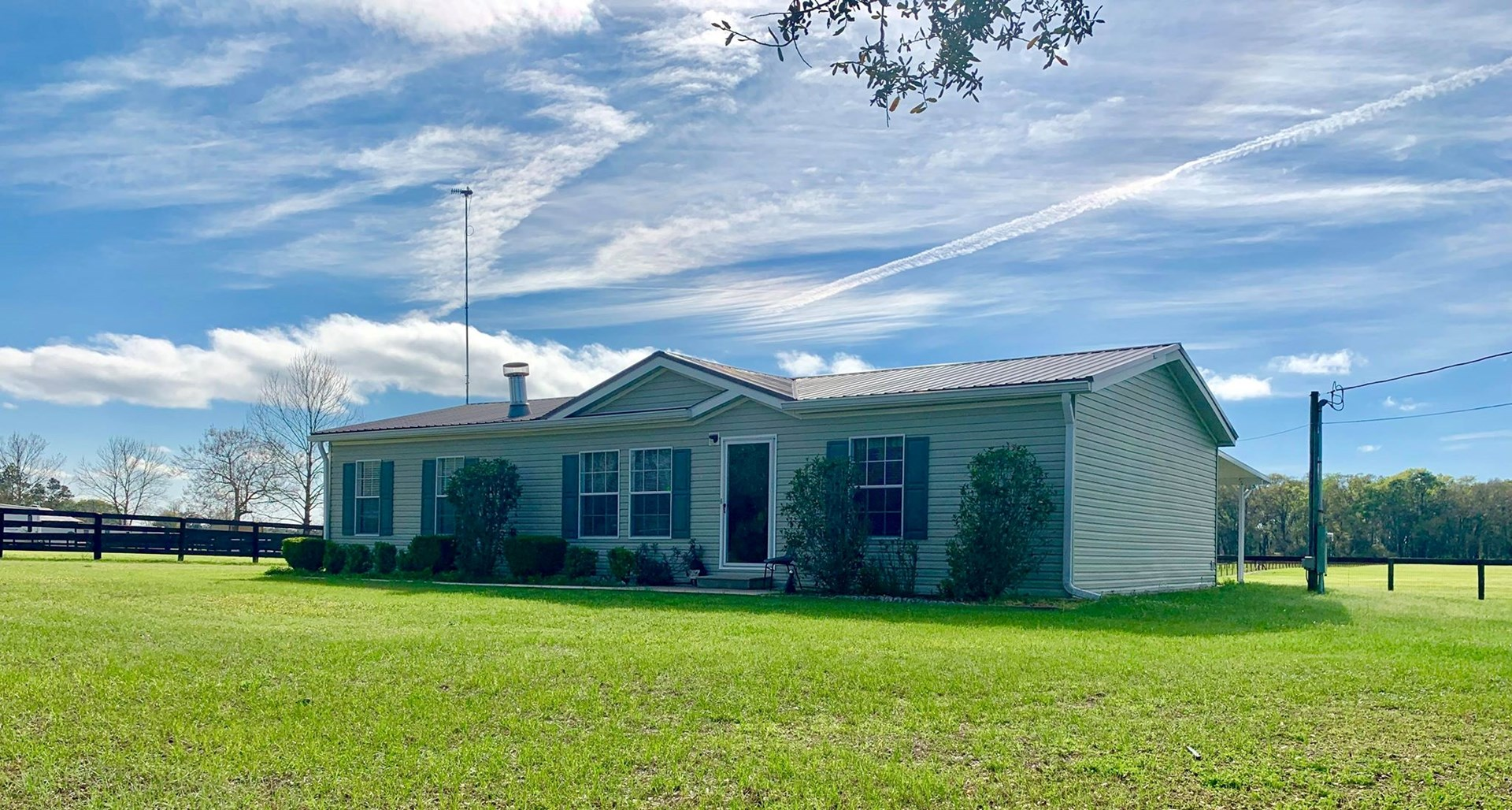 HOME FOR SALE IN EQUESTRIAN COMMUNITY - Bell, Florida