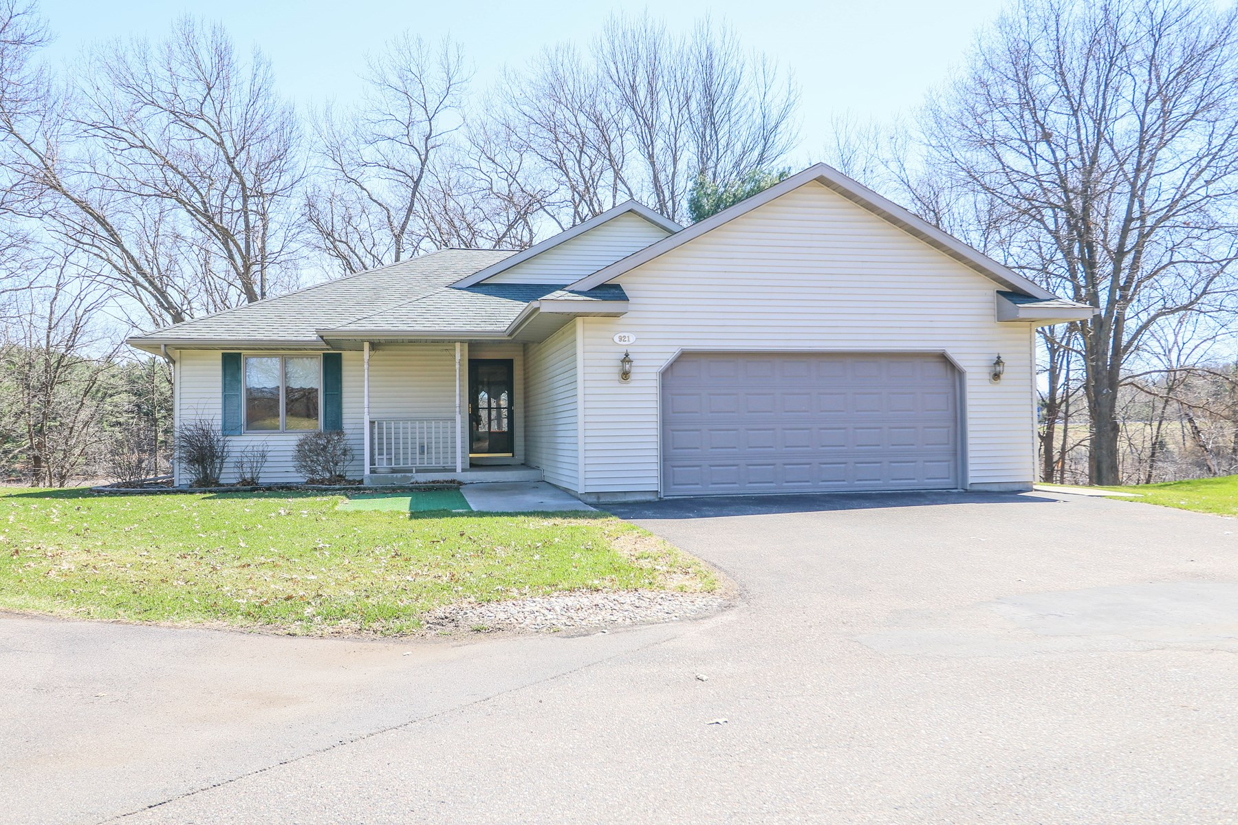 Home For Sale in Town of Waupaca