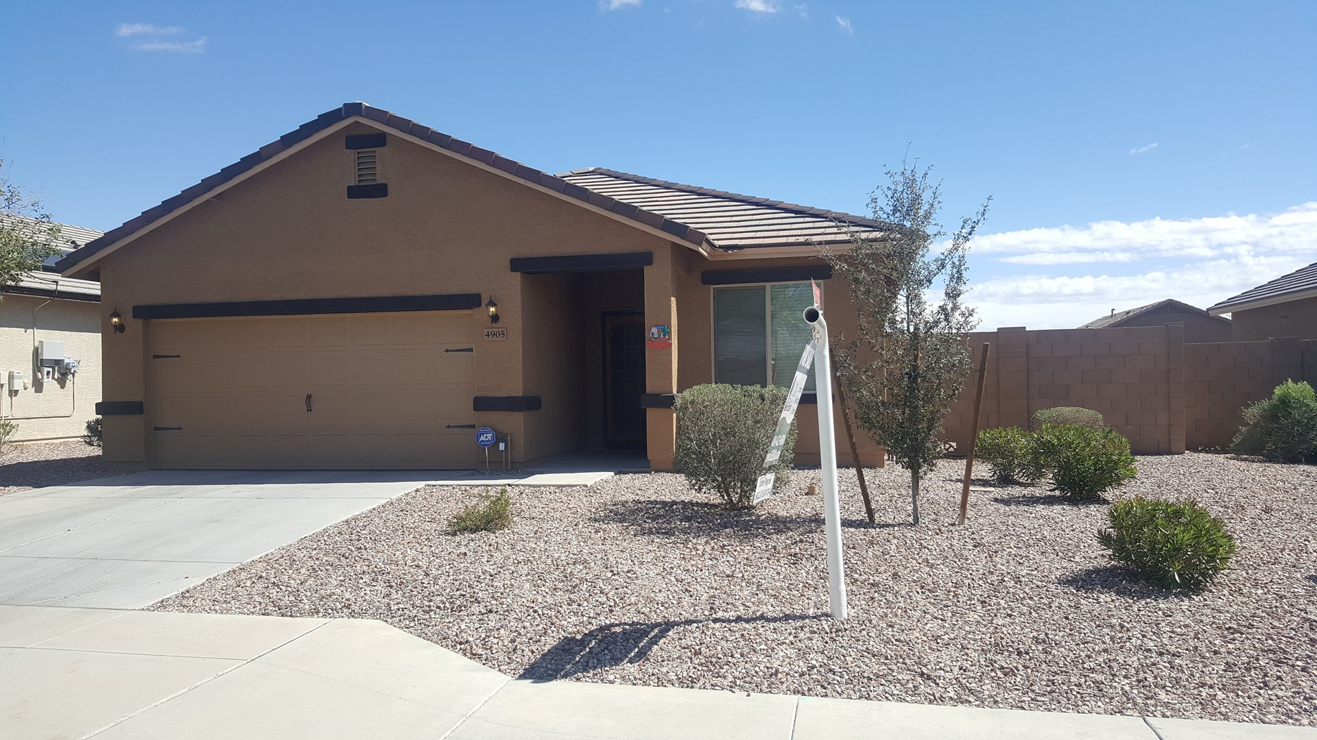 3 BED HOME WITH SOLAR FOR SALE IN BUCKEYE, ARIZONA