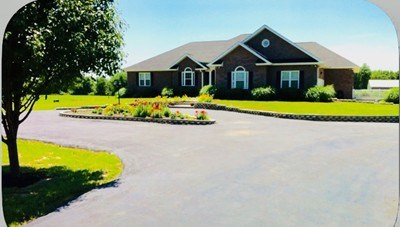 Magnificent Home & Acreage In Nevada, Mo.