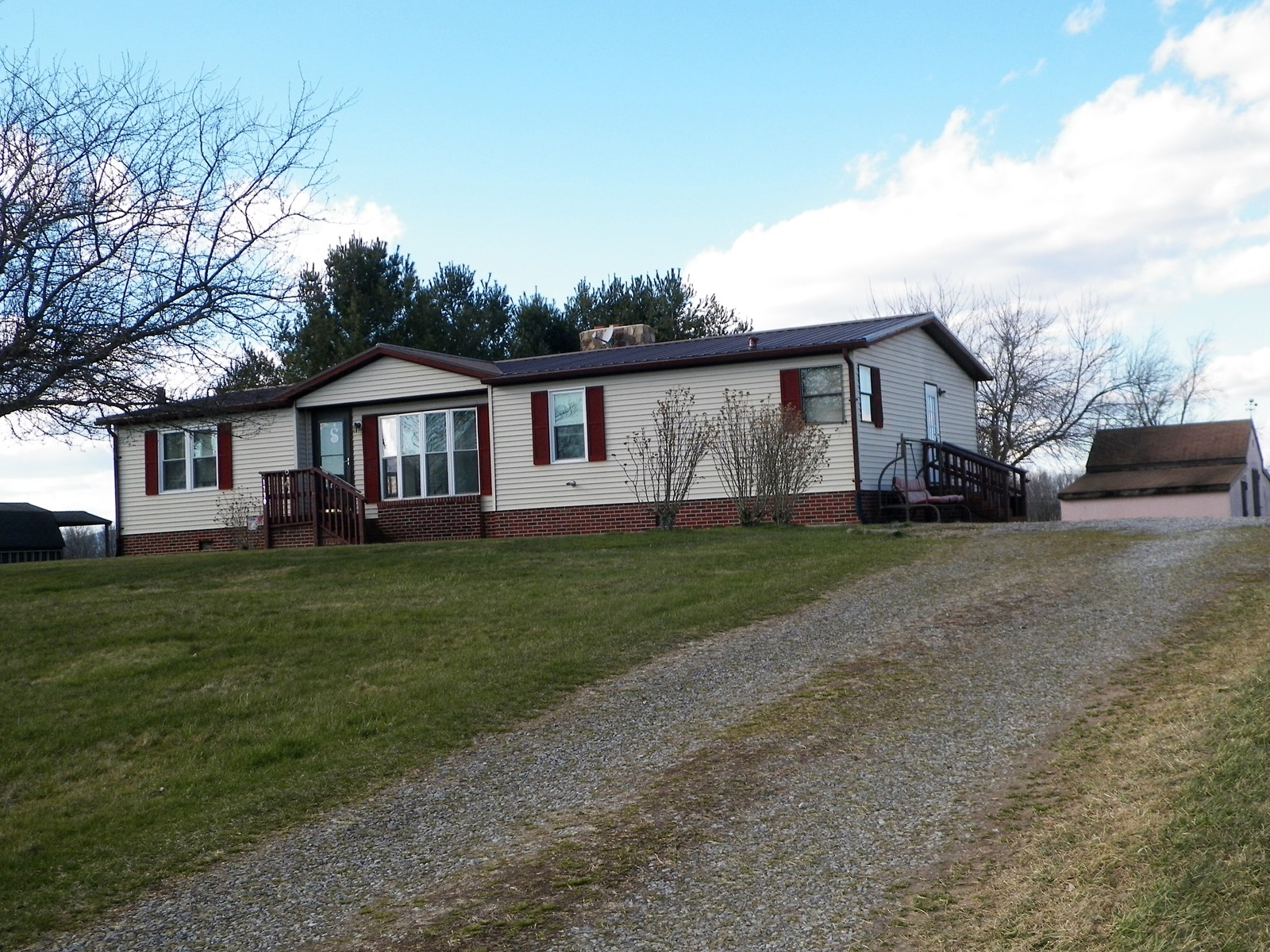 3 BR, 2 BA HOME IN RURAL RETREAT, VA