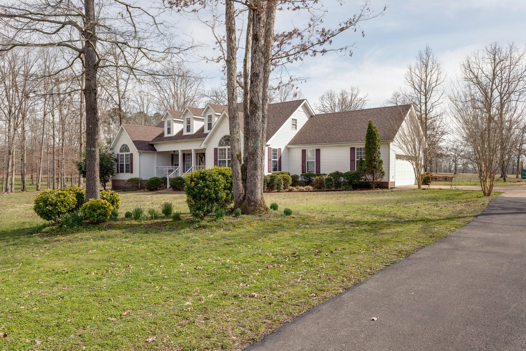 Country home for sale, Lewis County, Hohenwald, TN