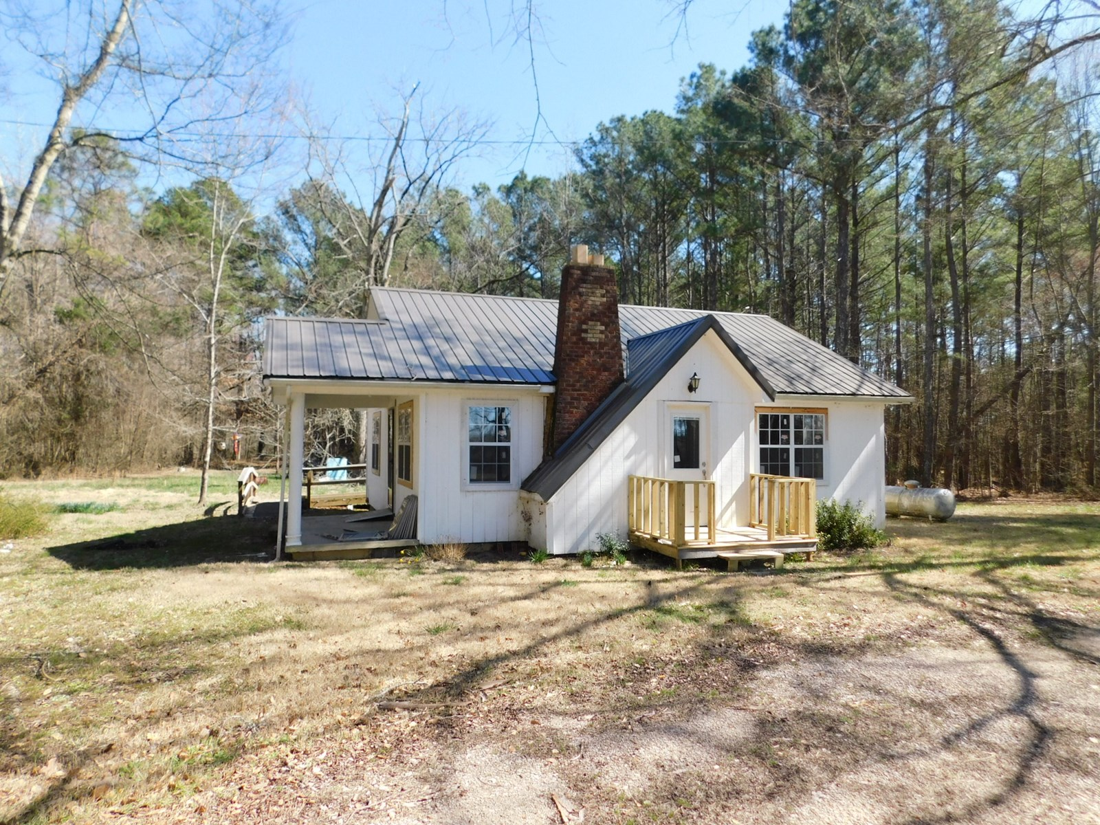 COUNTRY HOME FOR SALE IN MCNAIRY COUNTY TN, FIREPLACE