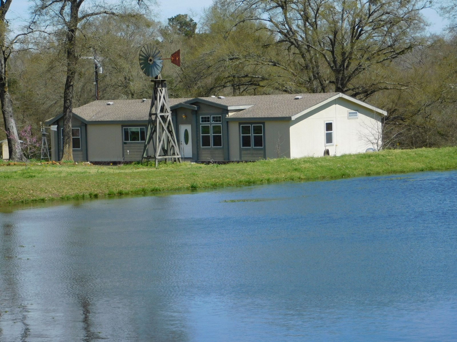 Country Home on Acreage in Leon County (Texas)