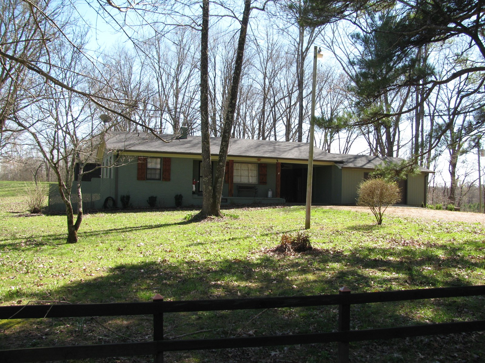 COUNTRY HOME IN TN FOR SALE, VERY PRIVATE, OUTBUILDINGS