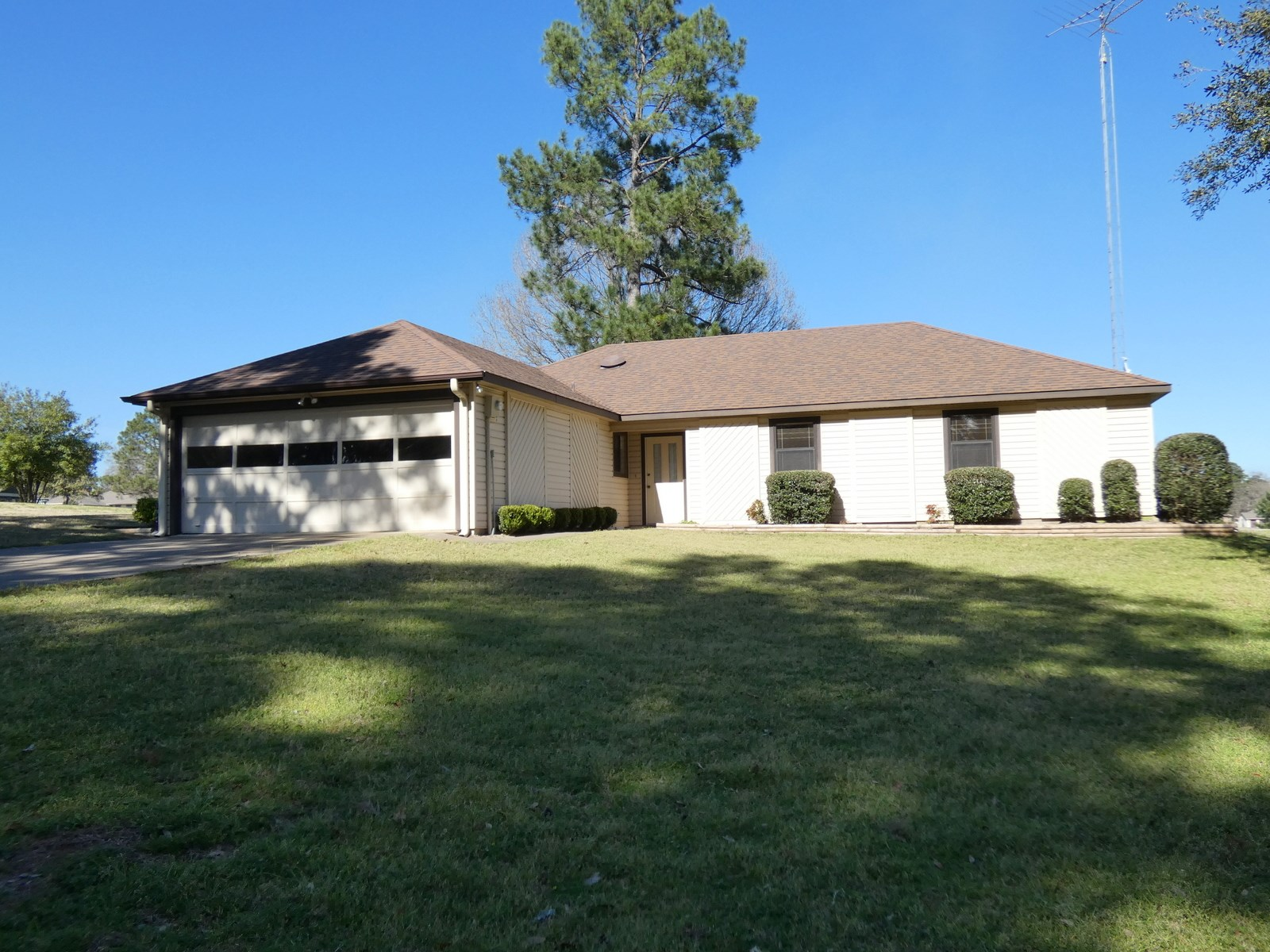 GOLF COURSE HOME - HOLLY LAKE RANCH TEXAS - WOOD COUNTY TX