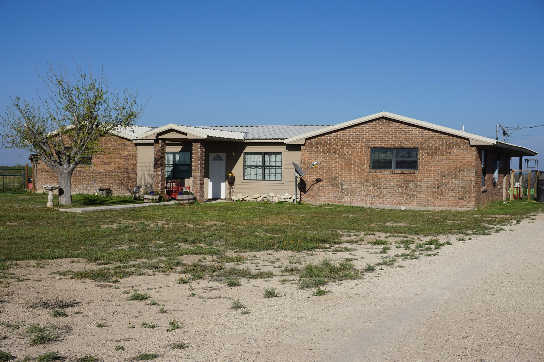 FOR COUNTRY HOME SEEKERS! 3BR 2 BA HOME IN FORT STOCKTON, TX