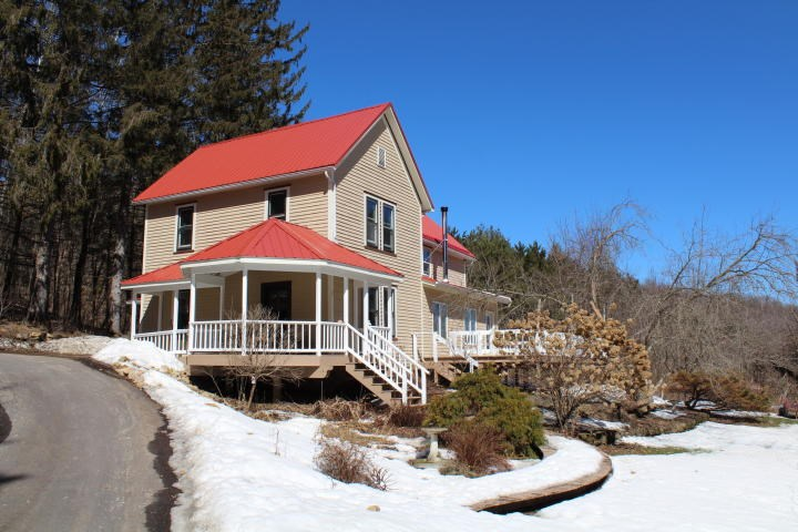 Country, farmhouse, hunting land, creek, acreage for sale