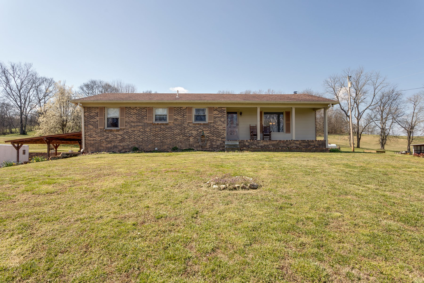 All Brick Ranch, with 5 Bedrooms, Santa Fe, Maury County, TN