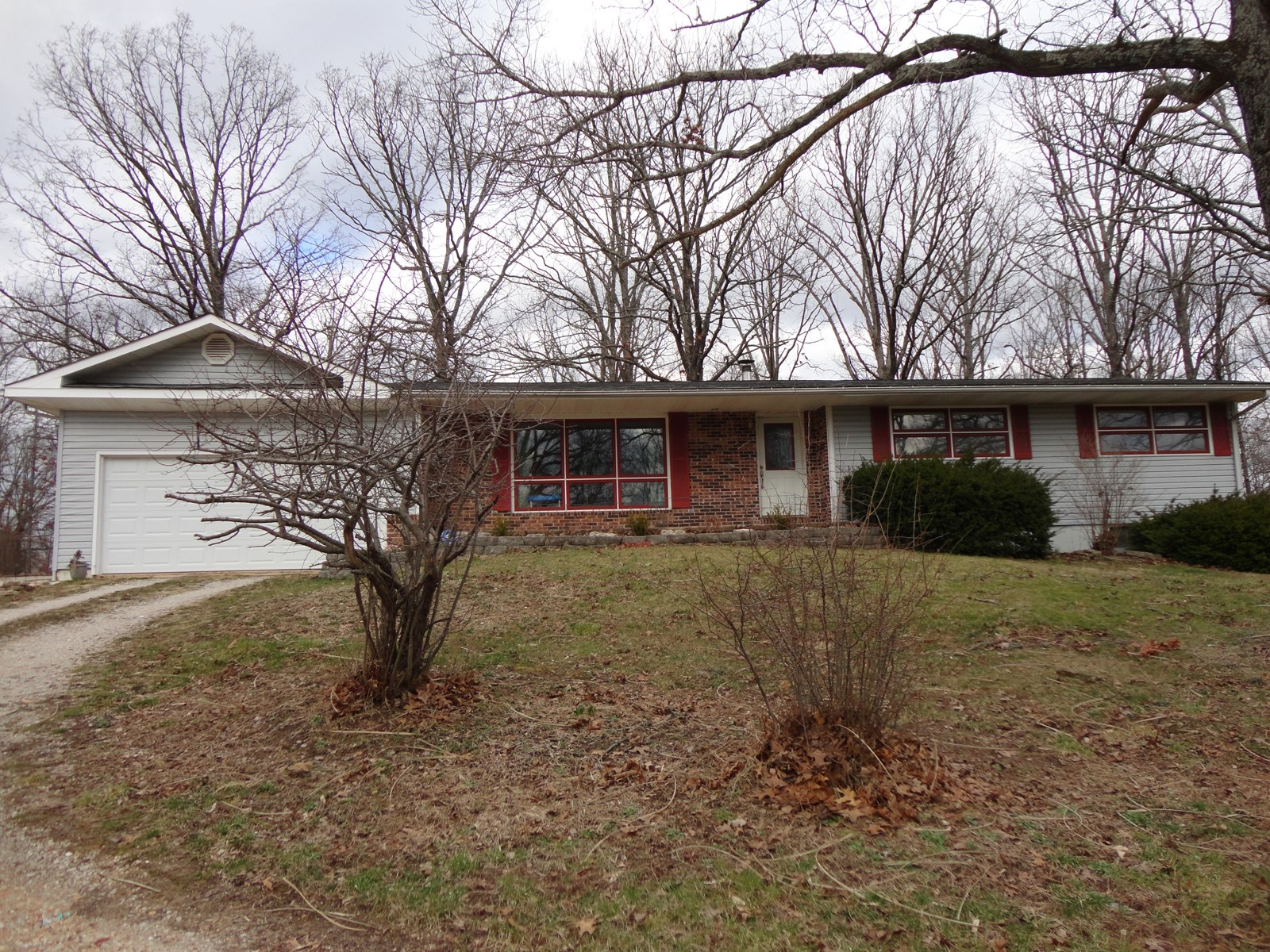4 Bedroom Country Home close to town in Salem, MO!!
