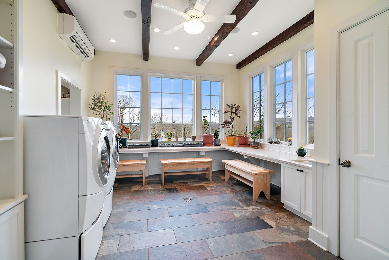 Laundry & Craft room