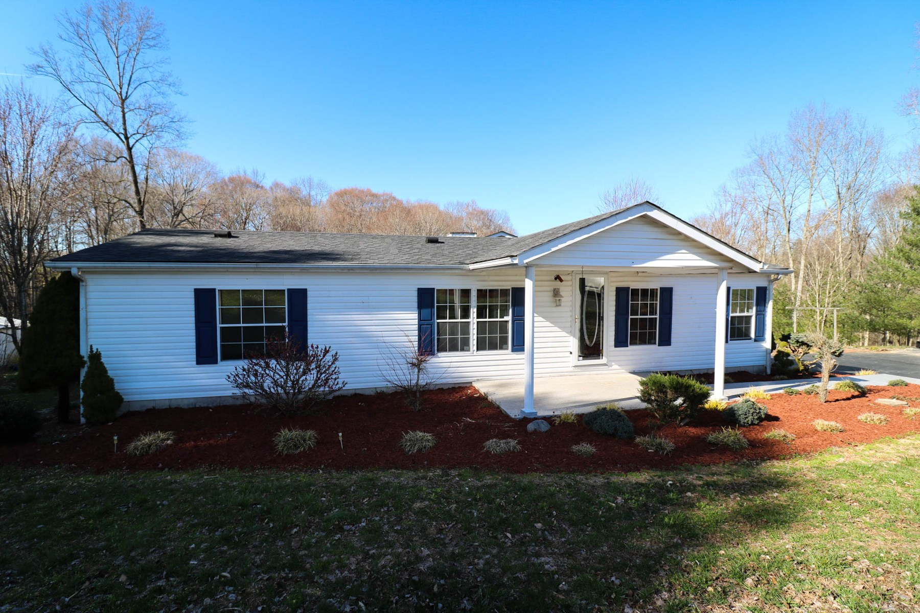 Country home & garage on 2 ac for sale in Jamestown KY