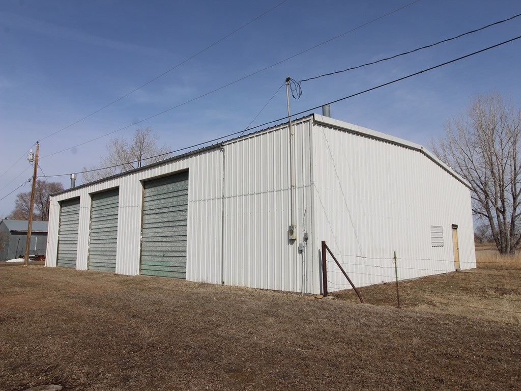 Shop and Garage For Sale on Acreage in Glendive MT