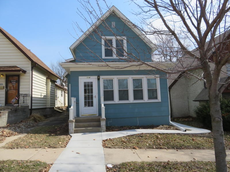 3 Bed/1 Ba For Sale Missouri Valley Iowa Updated Oak floors