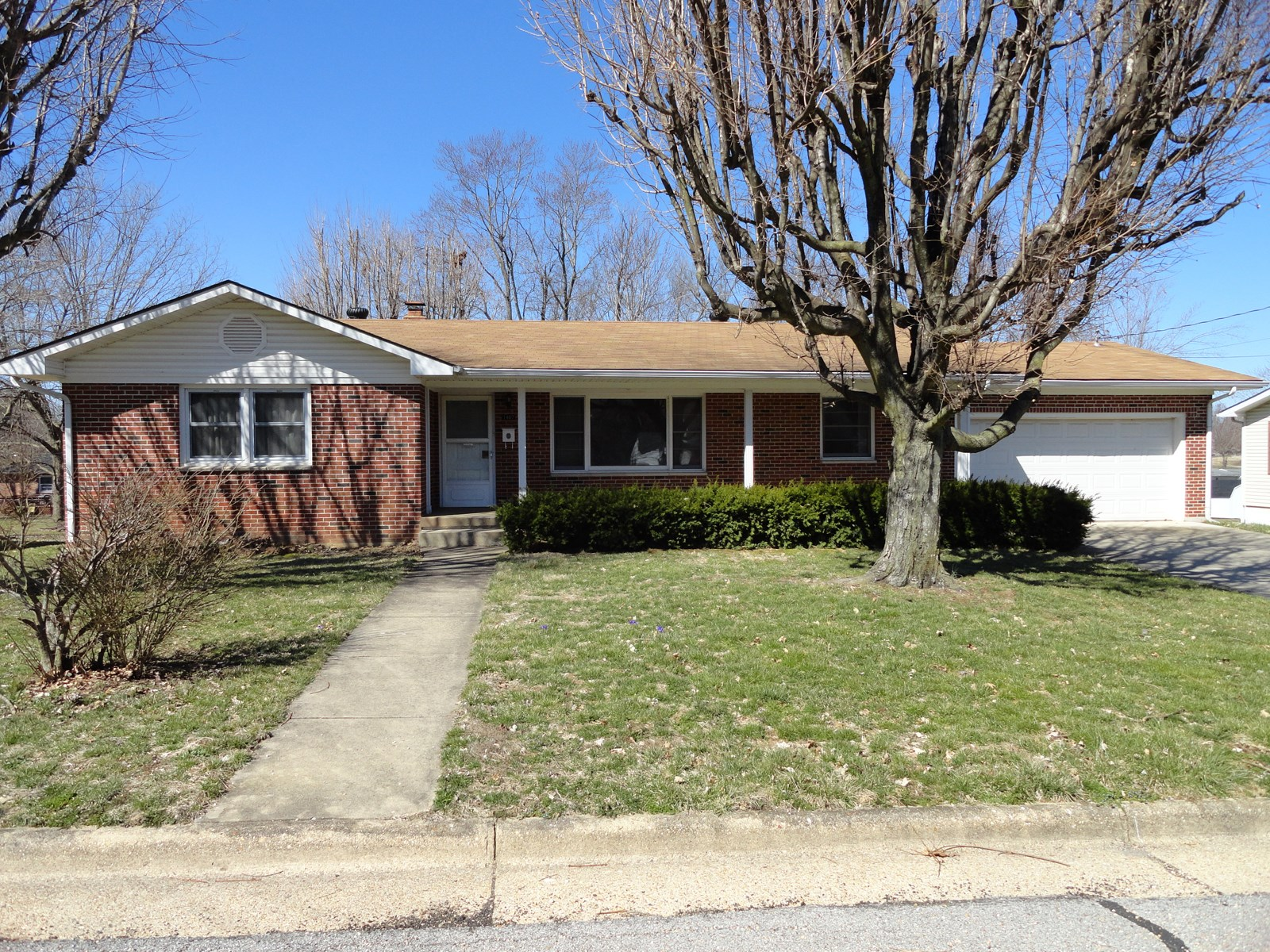 All brick 3 bedroom home for sale in Salem, MO!