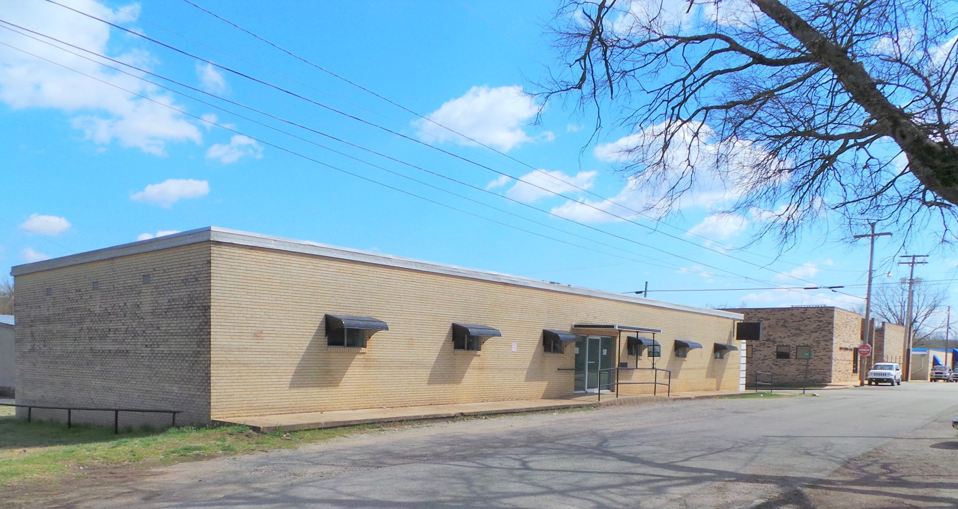 OFFICE BUILDING IN YELLVILLE, AR FOR SALE