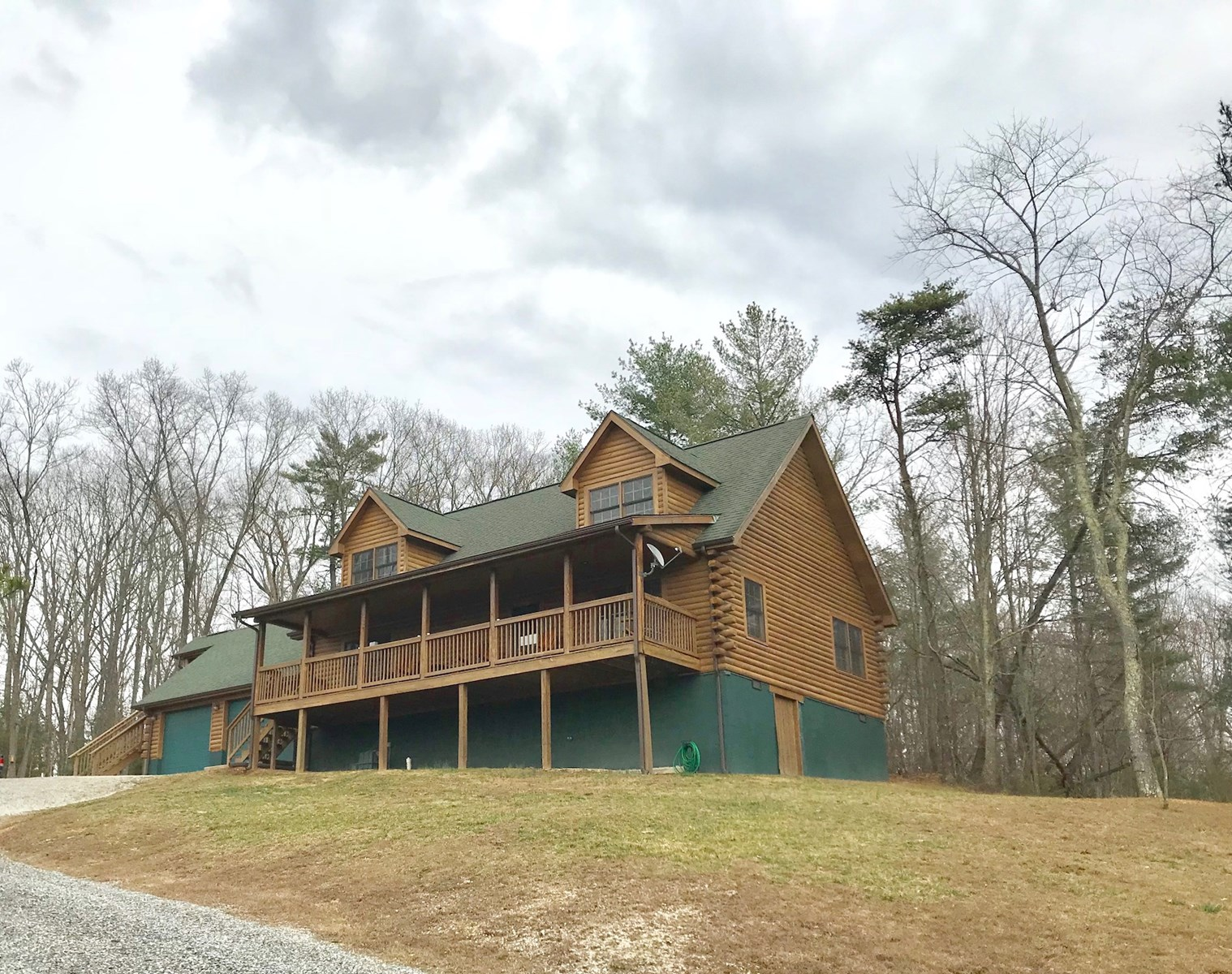 Gorgeous Log Home for Sale in Hiwassee VA!