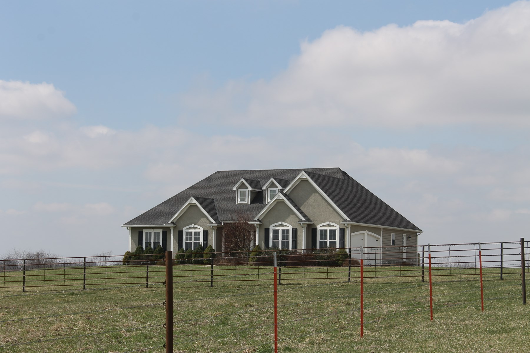 BRAYMER MO HOME AND 70 ACRES OF PASTURE FOR SALE