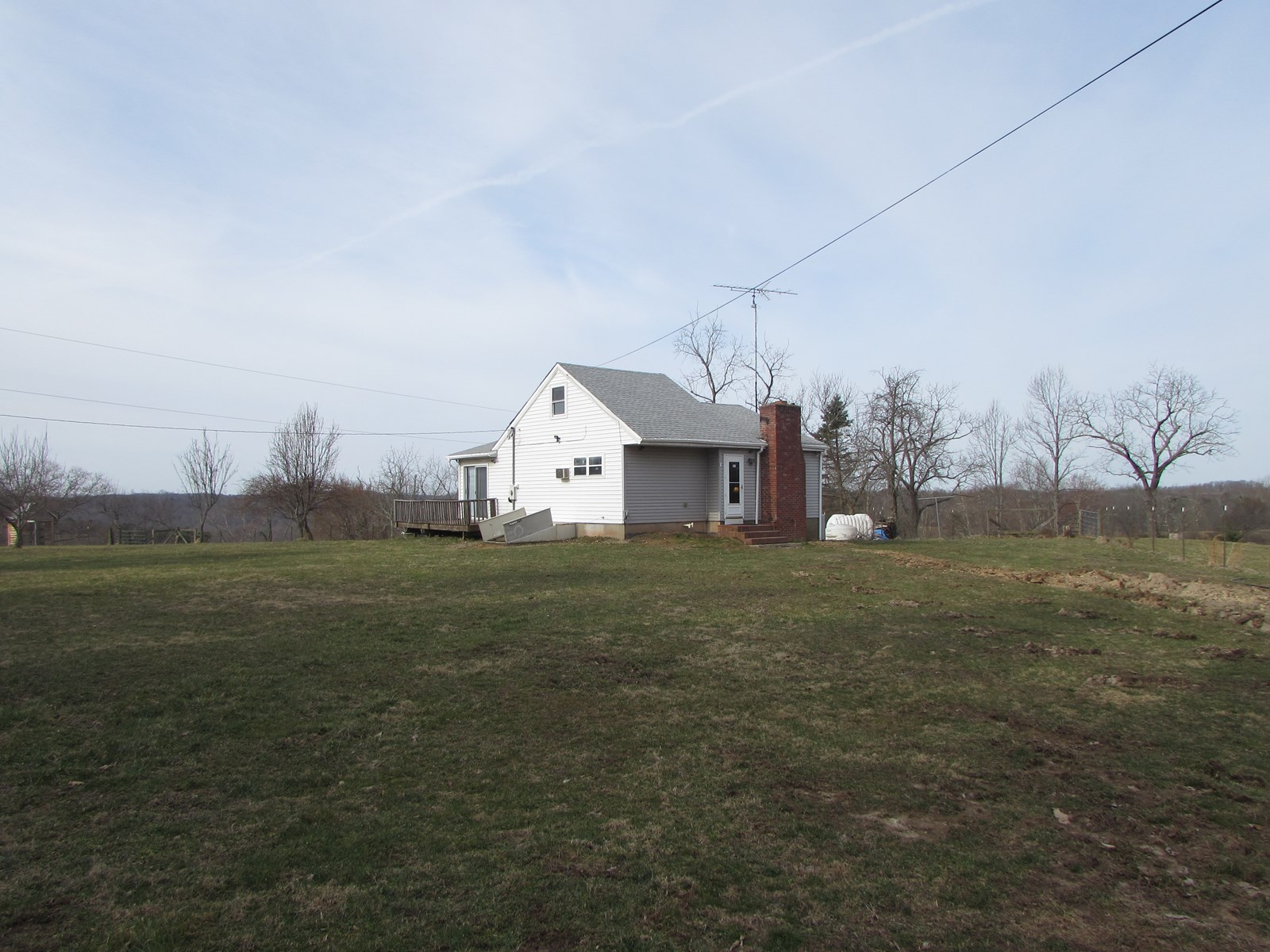 Beautiful County Setting with home located in Ritchie County