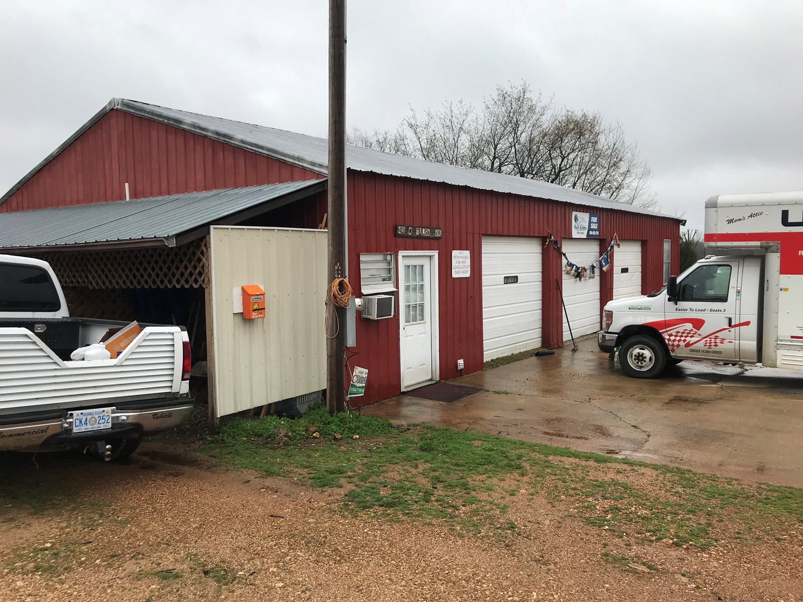 Income Potential with this former successful Tire shop.