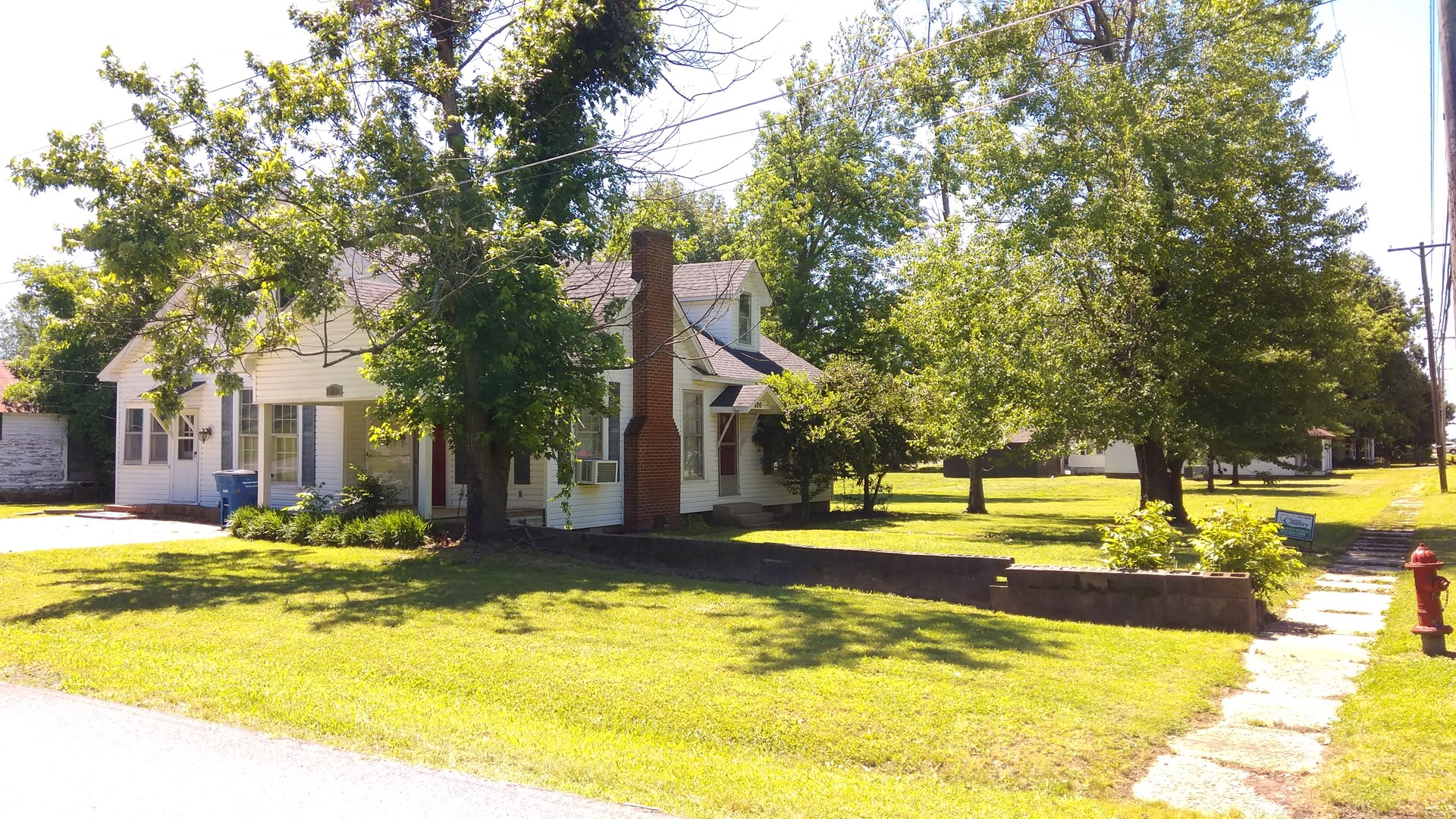 Beautiful home for sale w/ lots of charm in Rector, Arkansas