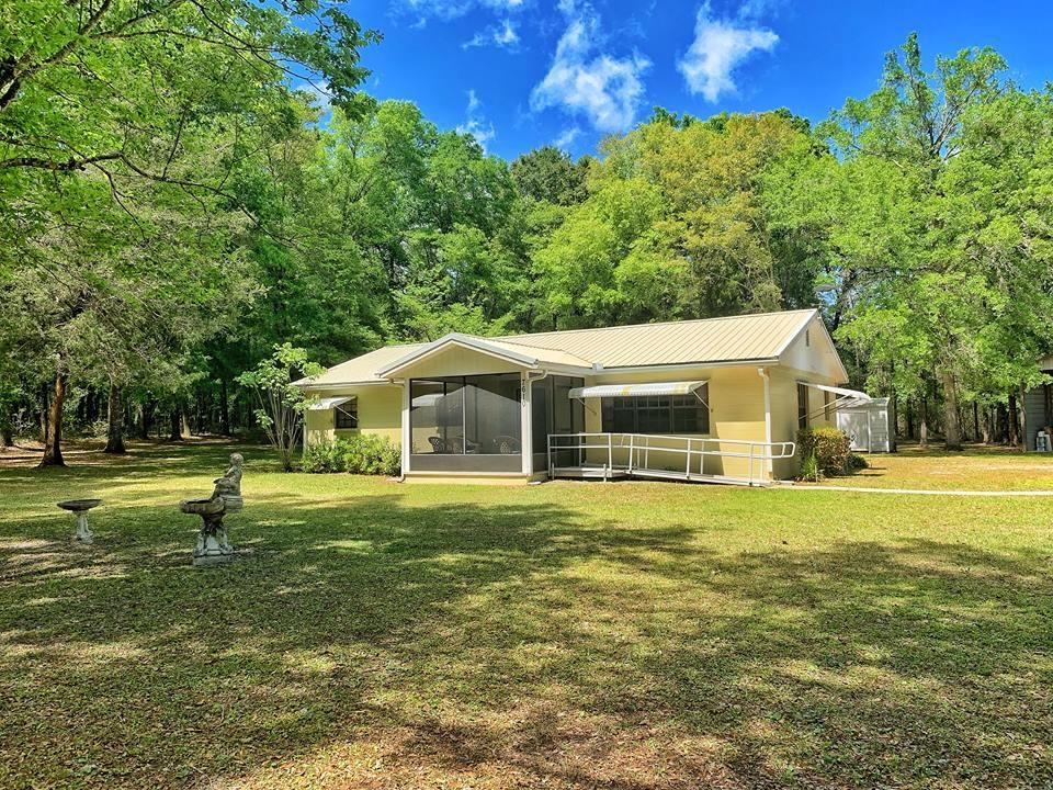 COUNTRY HOME BELL FLORIDA 3/2 CLOSE TO SUWANNEE RIVER
