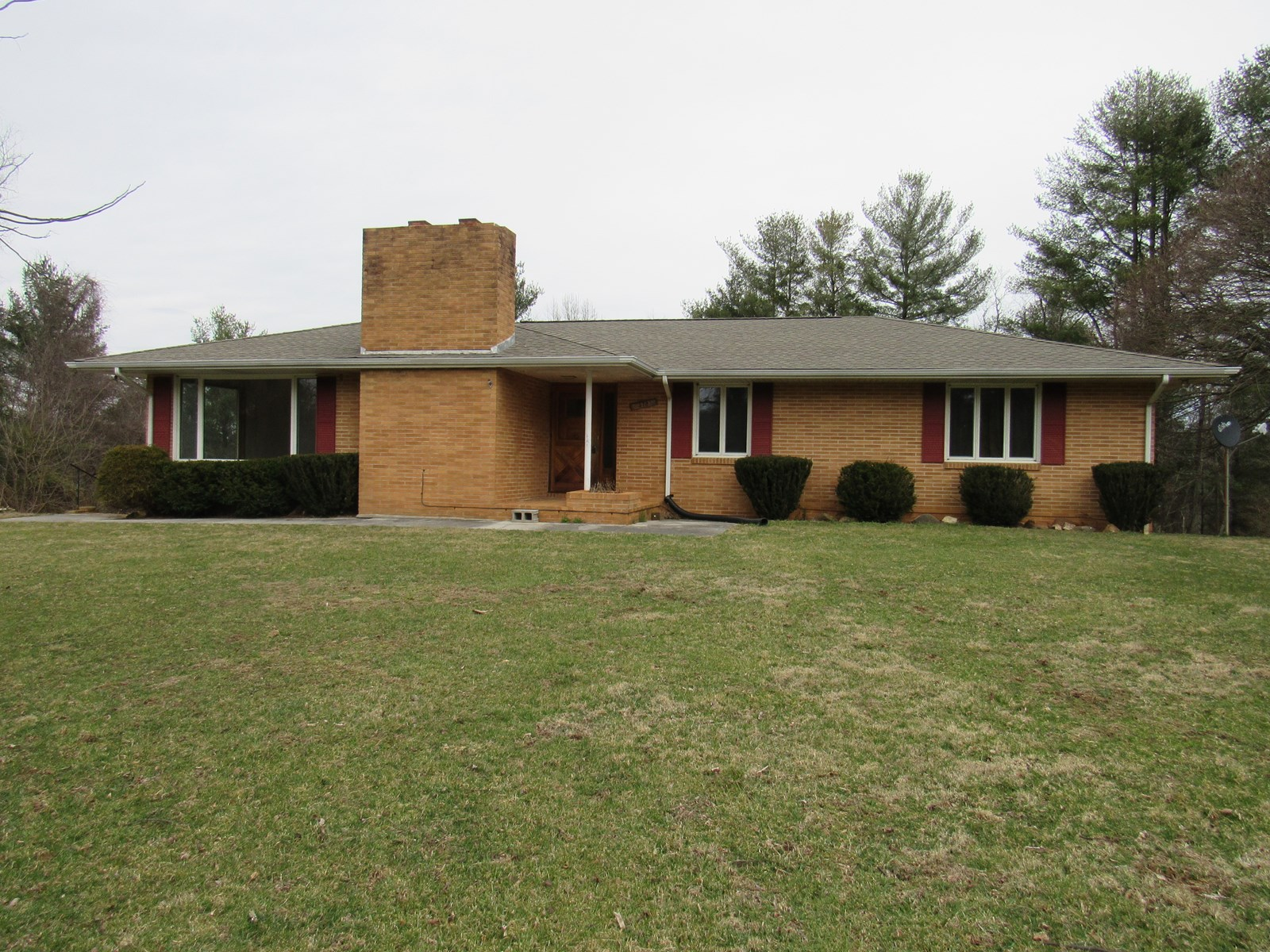 Beautiful Brick Home for Sale in Hillsville VA!