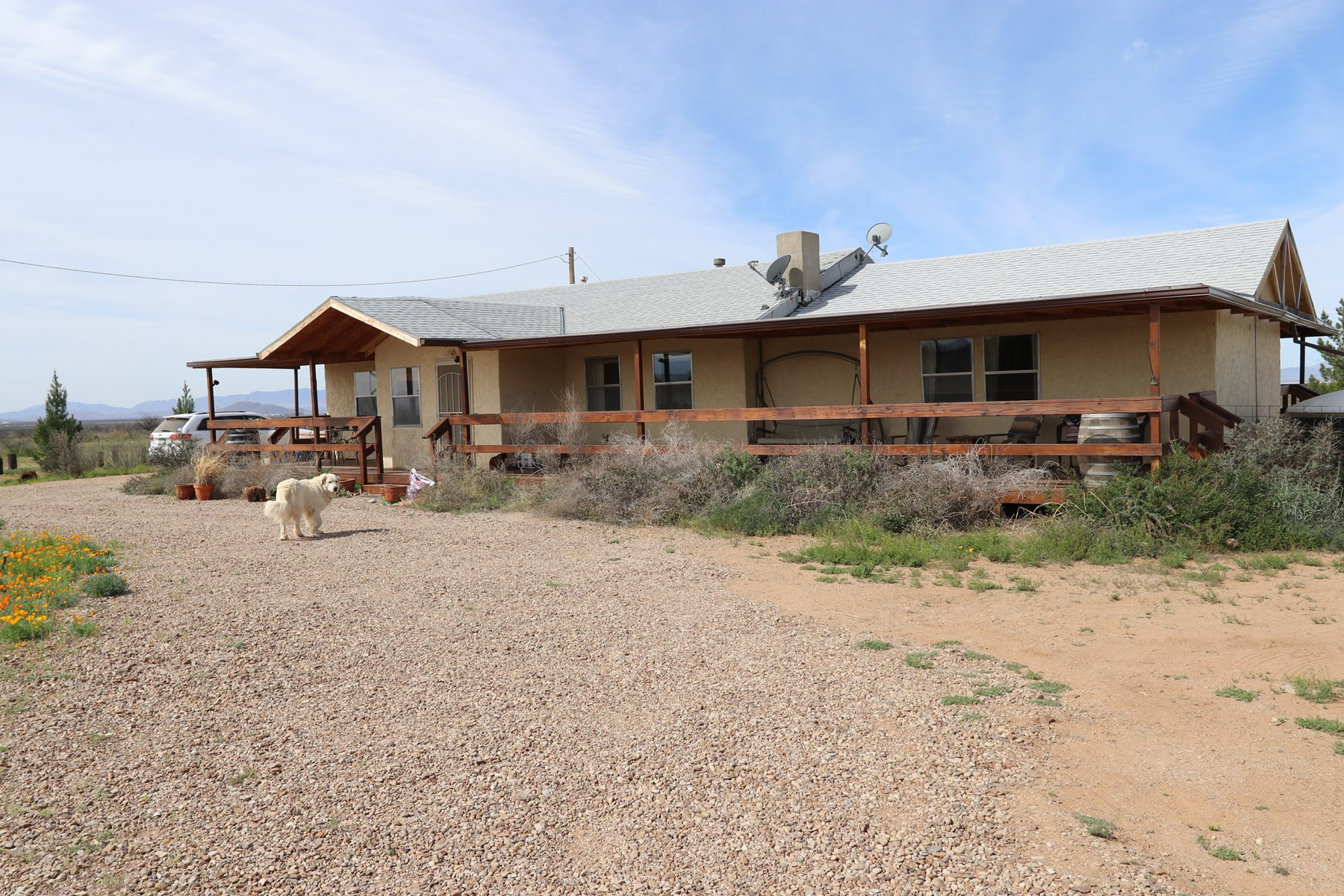 70 ACRES, HORSE FACILITIES, 2 HOUSES  Willcox AZ Wine