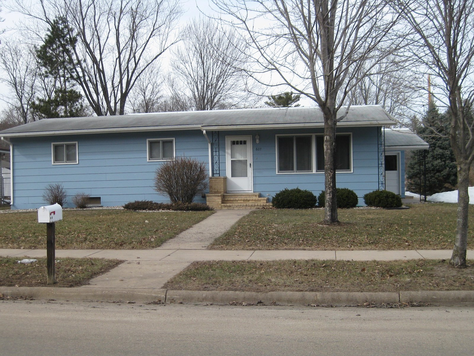 Home for Sale in Waupaca, WI Near Hospital & Easy Hwy Access
