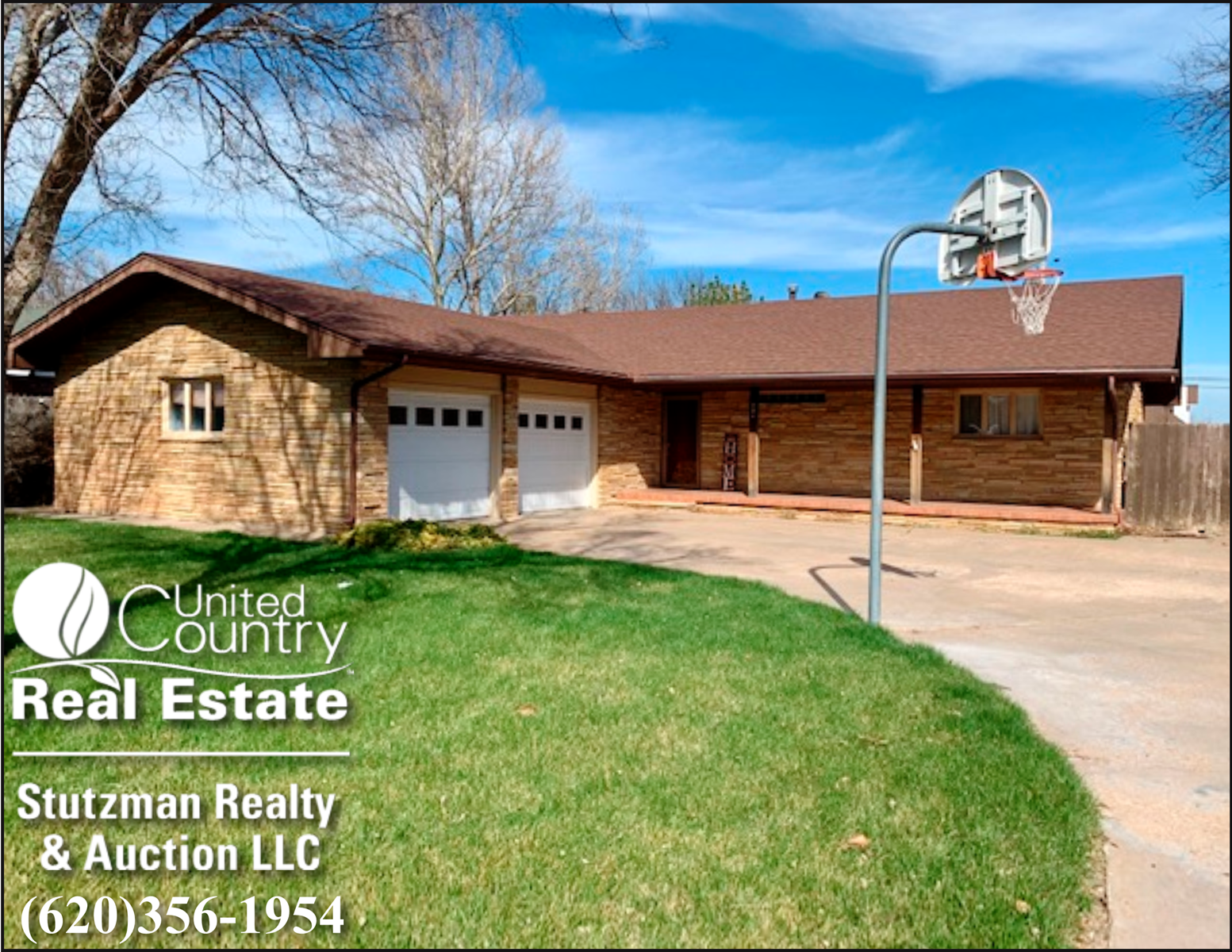 LARGE BRICK HOME FOR SALE IN HUGOTON, KANSAS