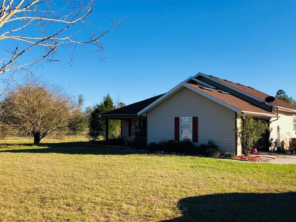 Country home in the city limits of Trenton, FL on two acres