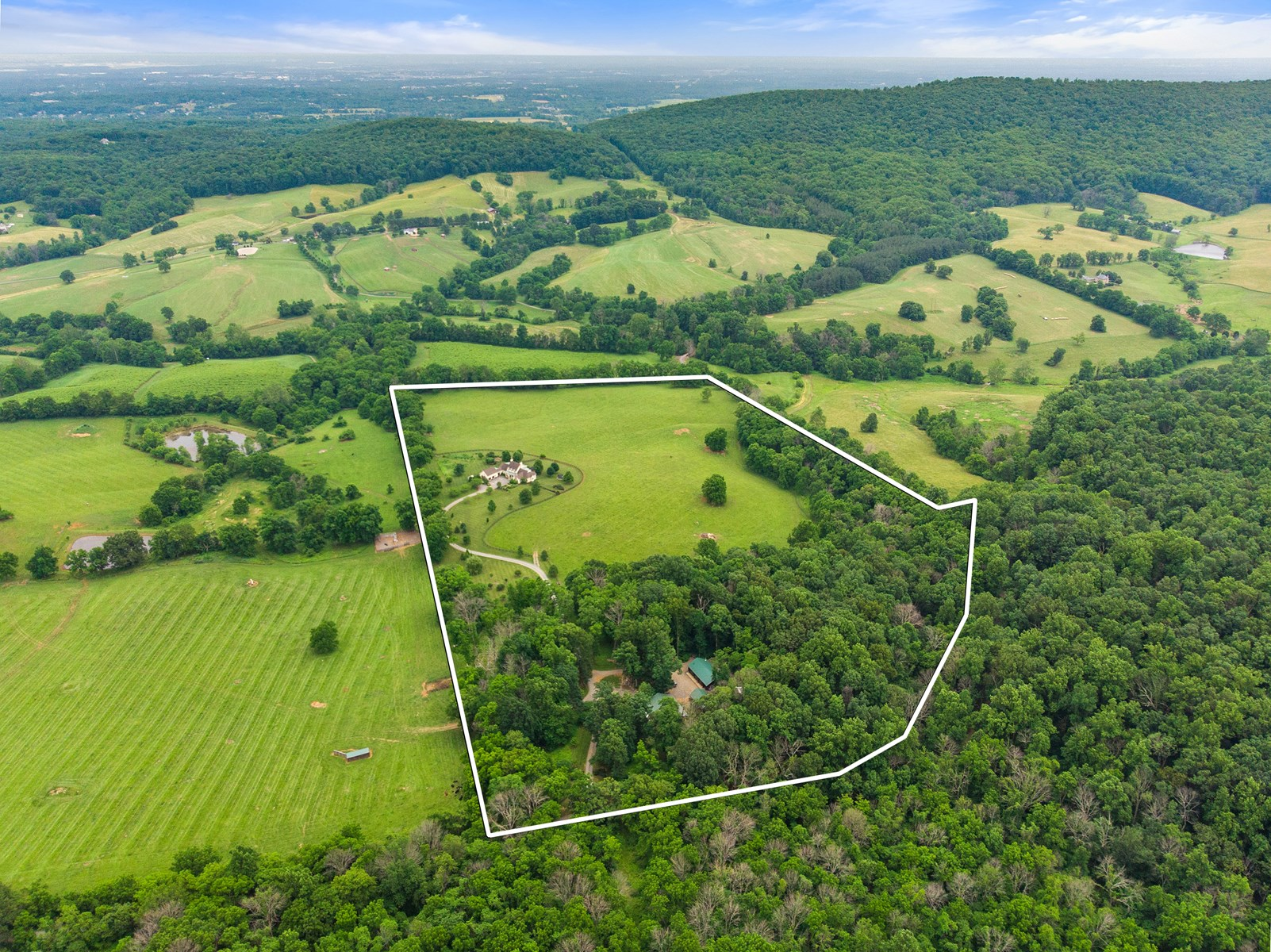 Luxury Country Estate For Sale in Middleburg, VA