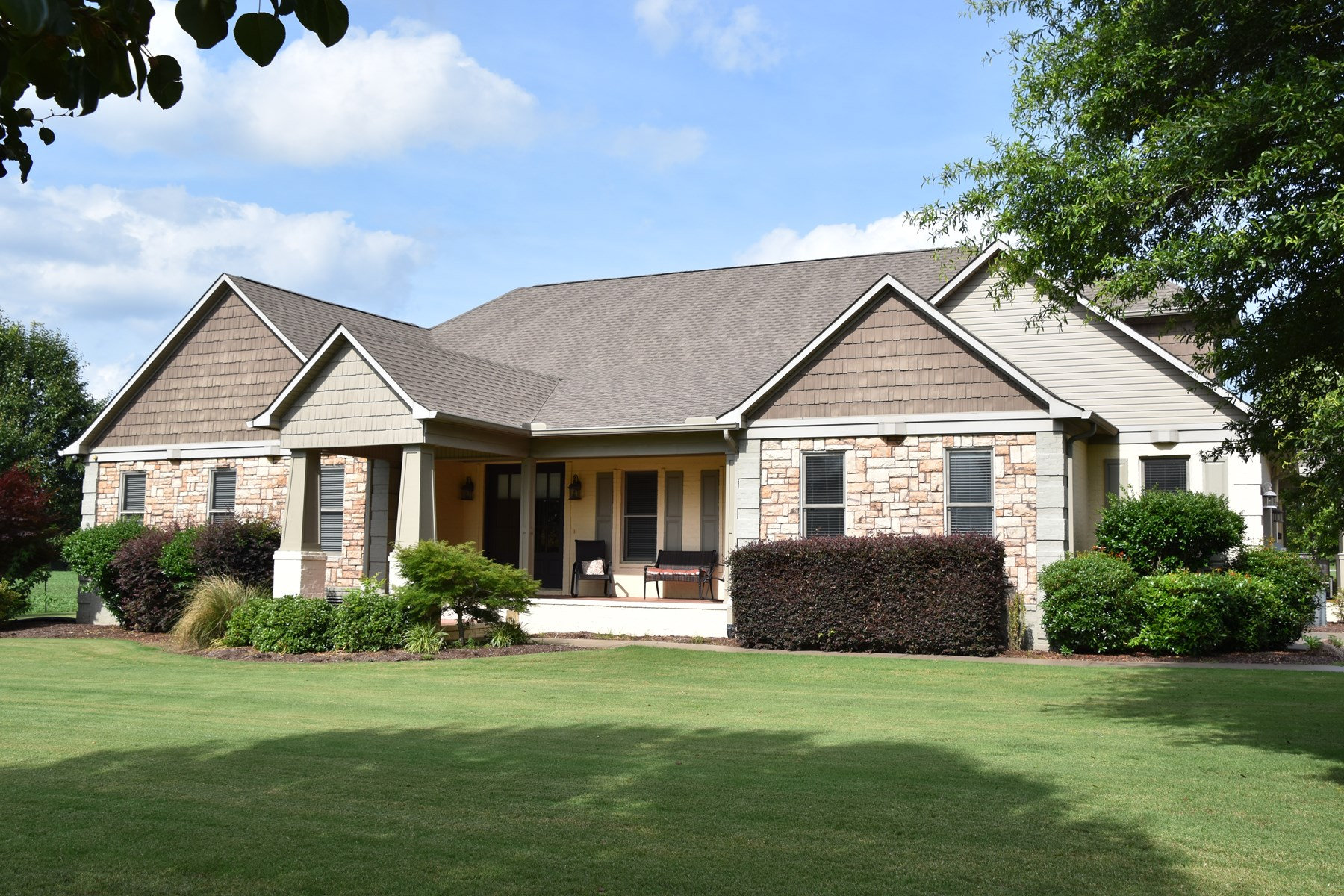 Lakefront Home for sale in Jackson TN Area with 50x80 shop!