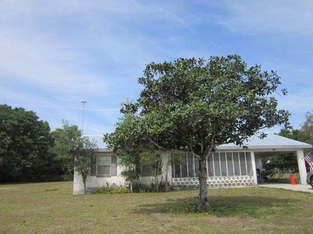Florida - Central Area - Solid built CB Home on 1/2+ acre