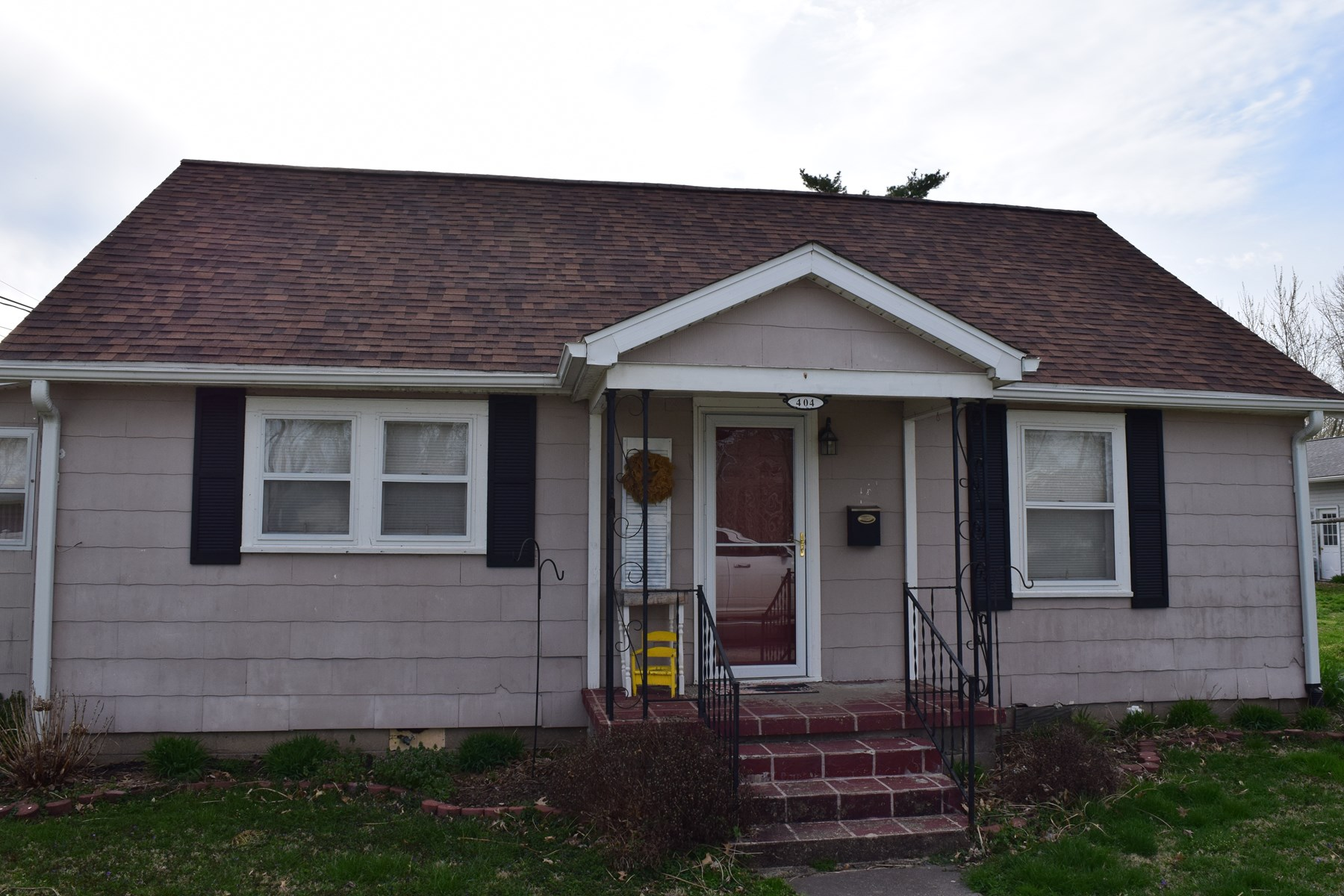 Updated, 2 Bedroom, 1 Bath Home, Oblong, IL
