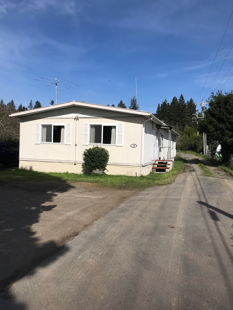 Southern Oregon Mobile Home In Park for Sale