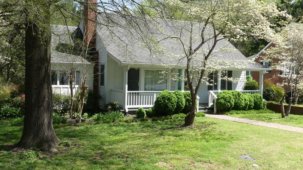 Charming Home Just A Short Walk to Buggs Island Lake, VA