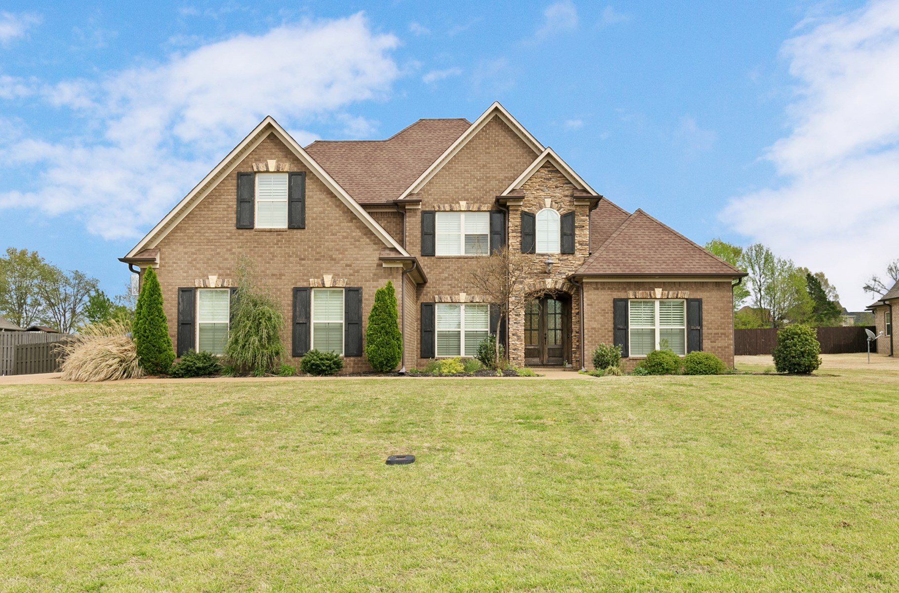 Home For Sale in Hale Estates - In-Ground Pool - 1 ACRE Lot