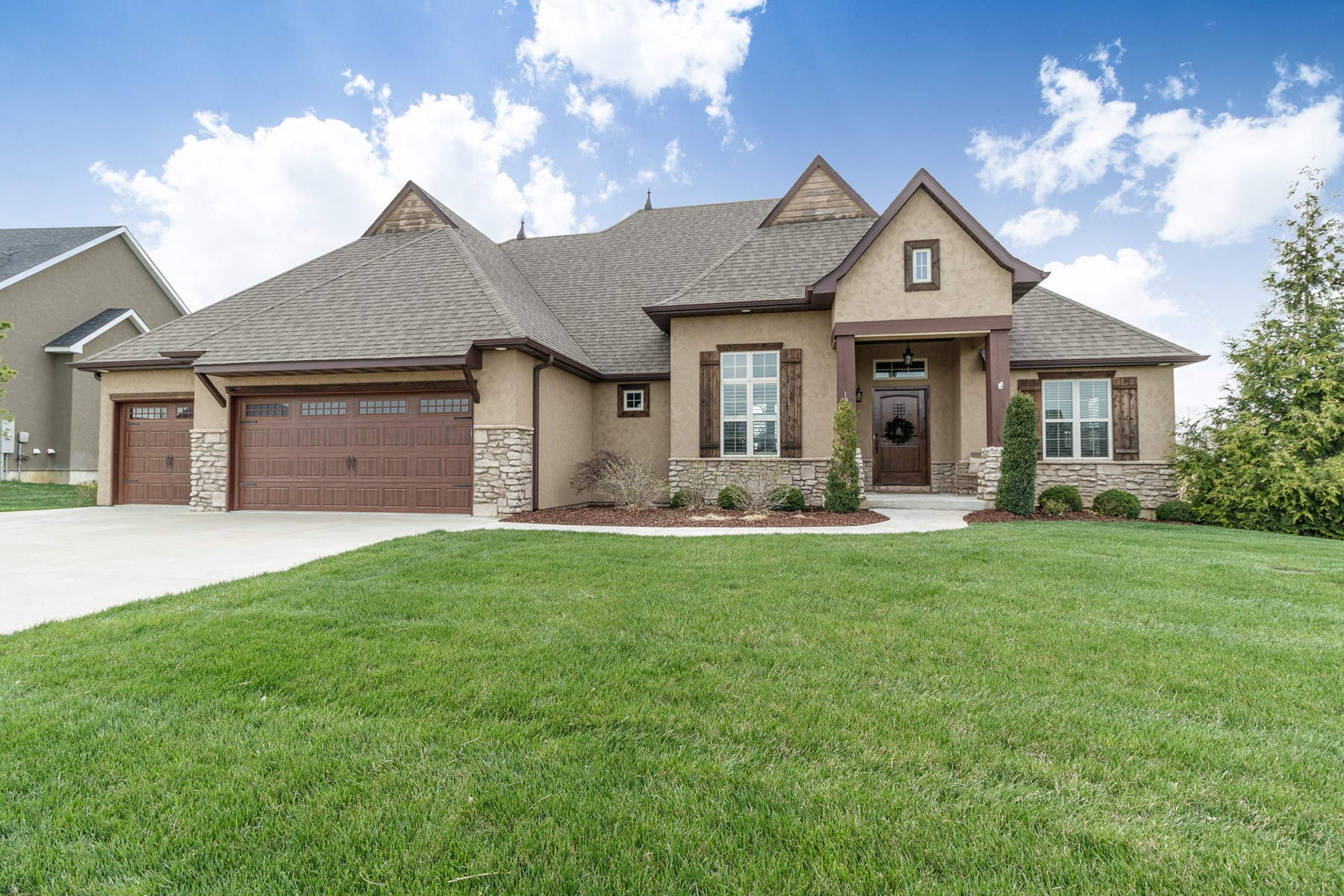 5 BR, 3.5 BA Home in Old Hawthorne's Golf Community Columbia