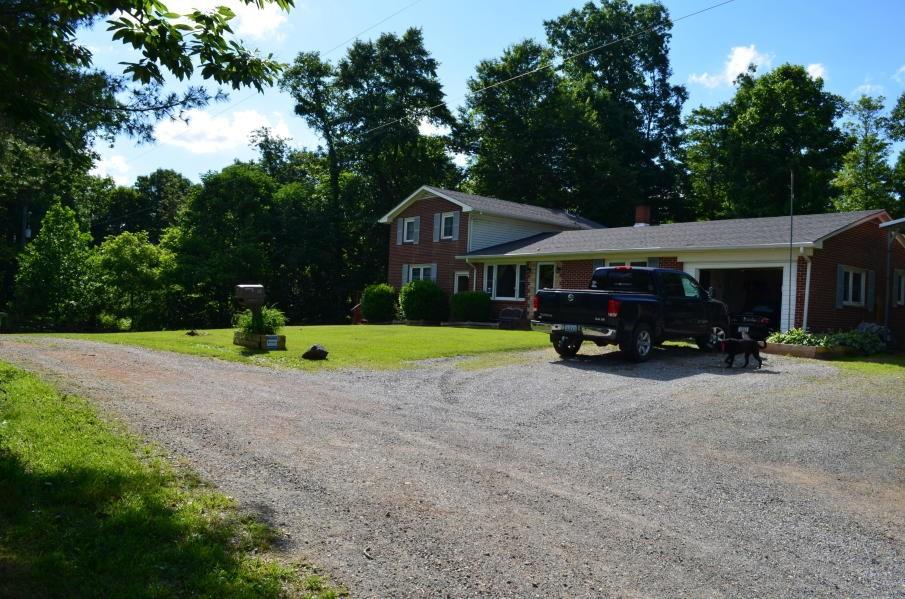 Large Home Convenient to Floyd VA