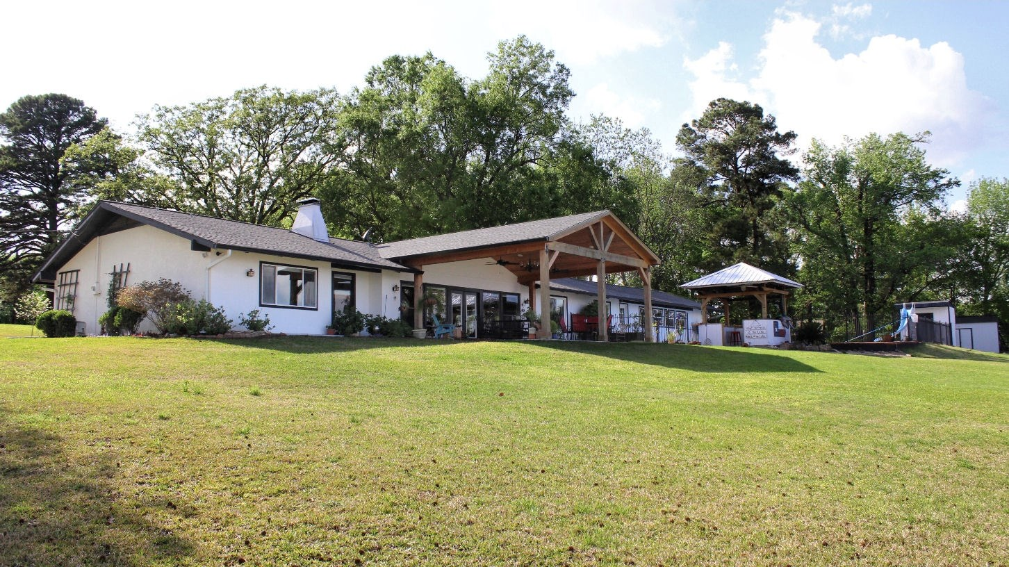 LAKE PALESTINE WATERFRONT HOME FOR SALE   HOME WITH POOL