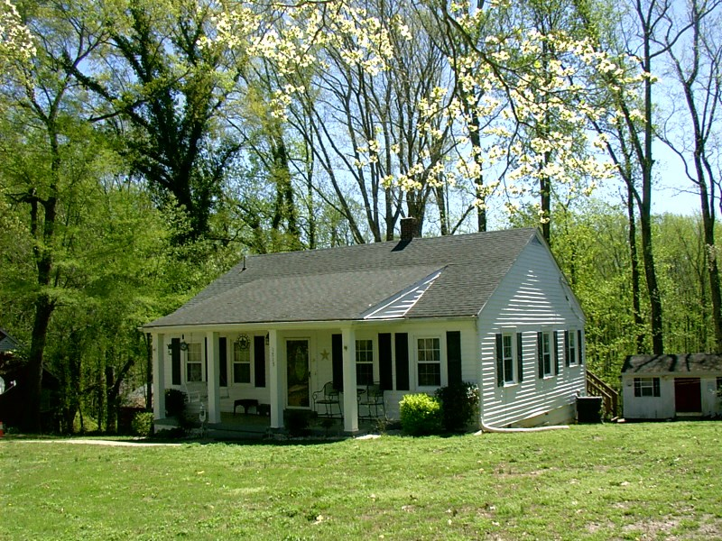 Charming 1950's  Ranch on Acre Lot in Victoria, VA