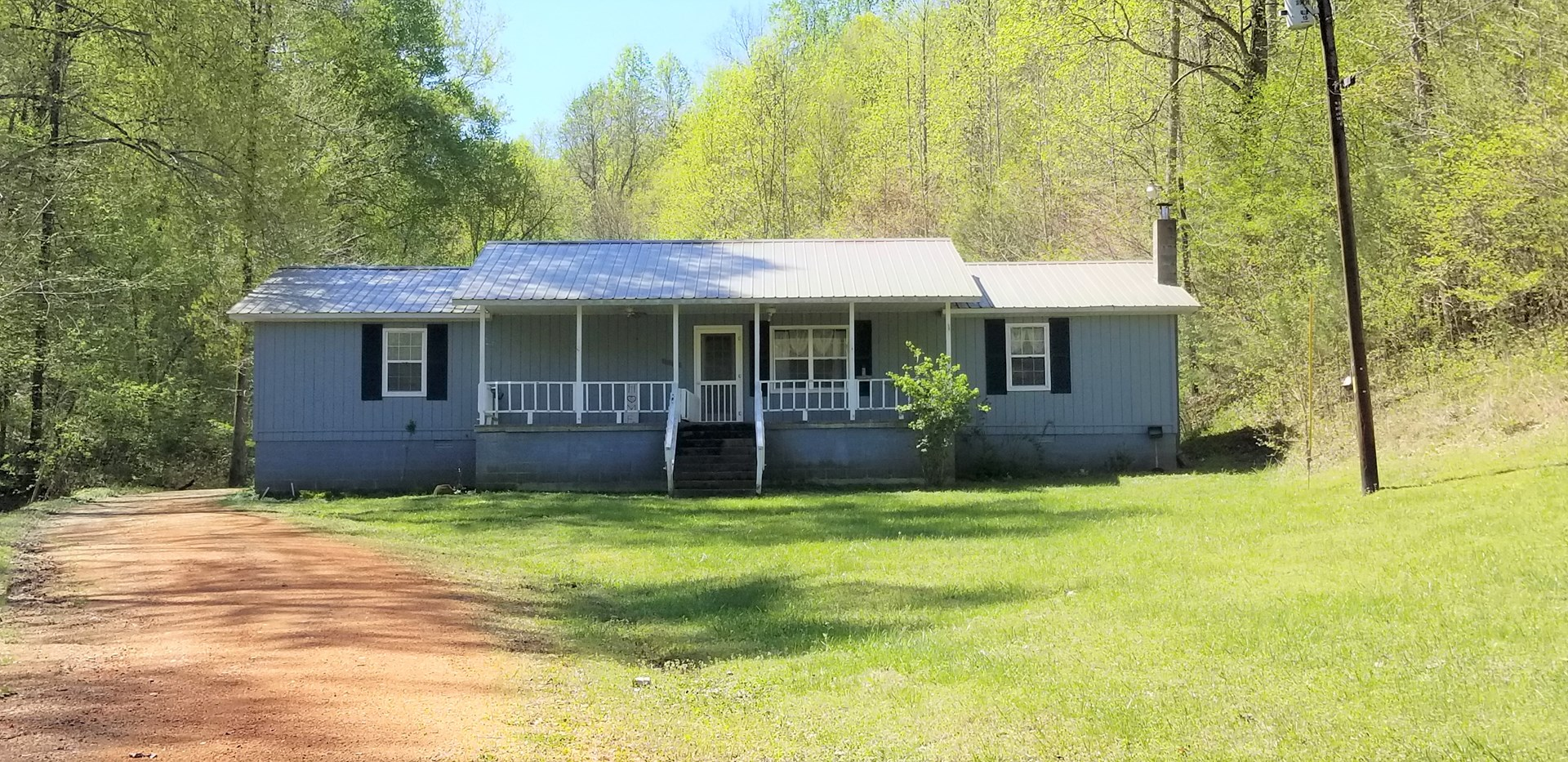 Country Home for Sale on 24.6 +/- Acres Perry County TN
