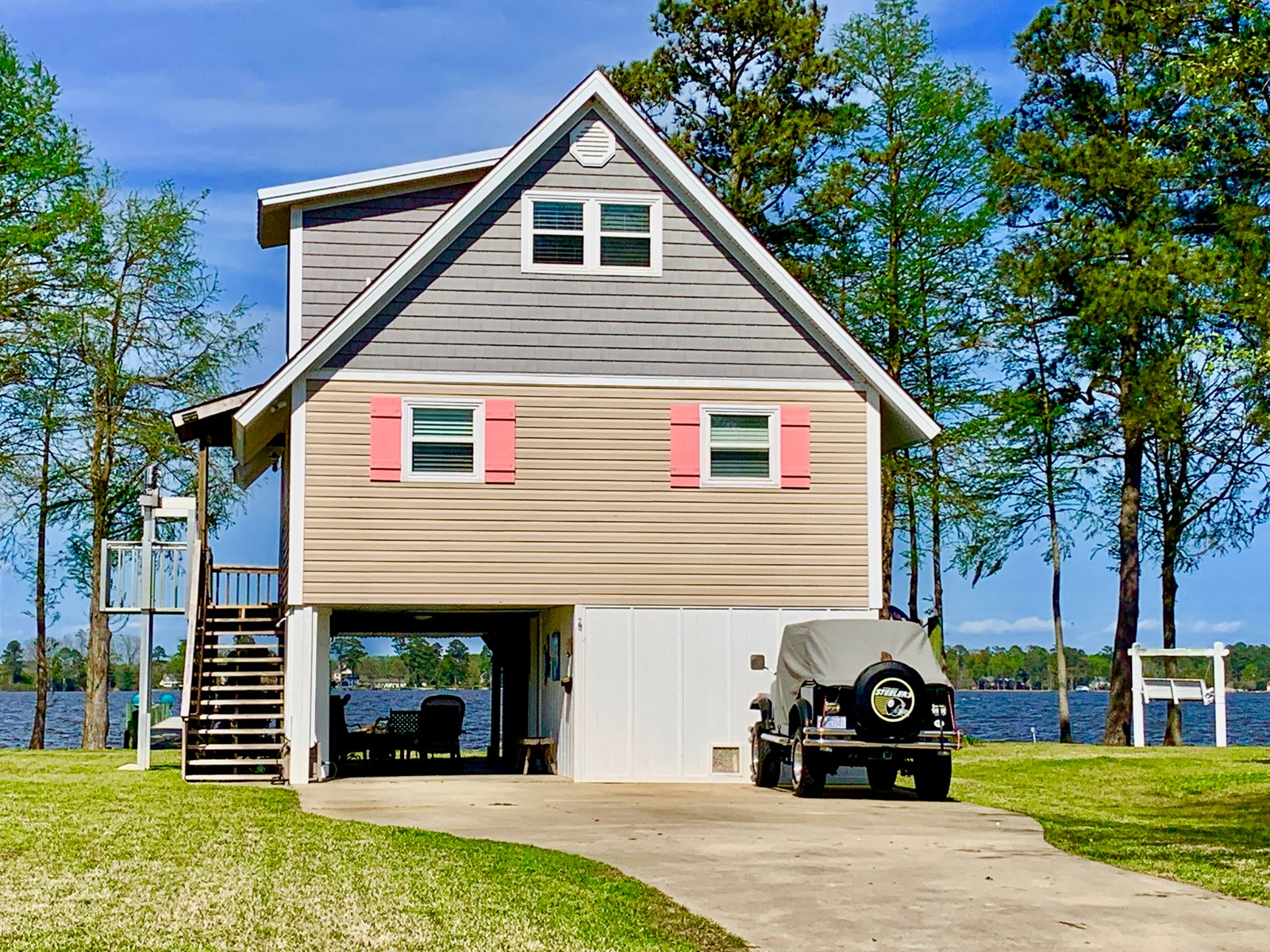 Riverfront home for sale in Beaufort County, NC