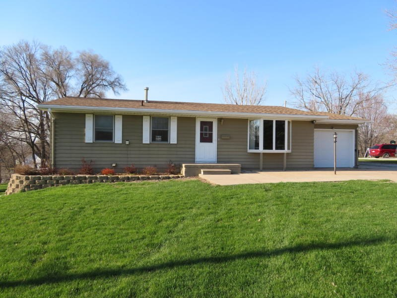 For Sale 2 bed/1.75 ba Home Mo Valley ia