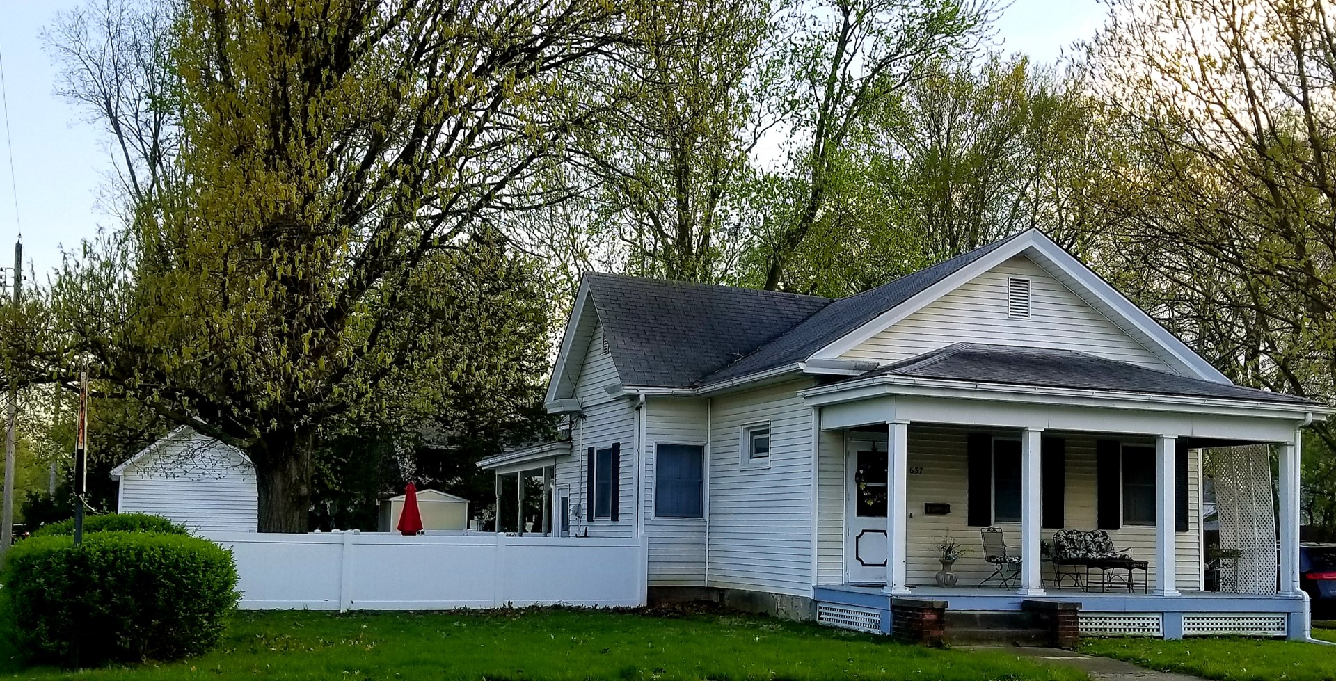 Bungalow in Carlinville Recently Updated 3 Bedrooms 1 Bath