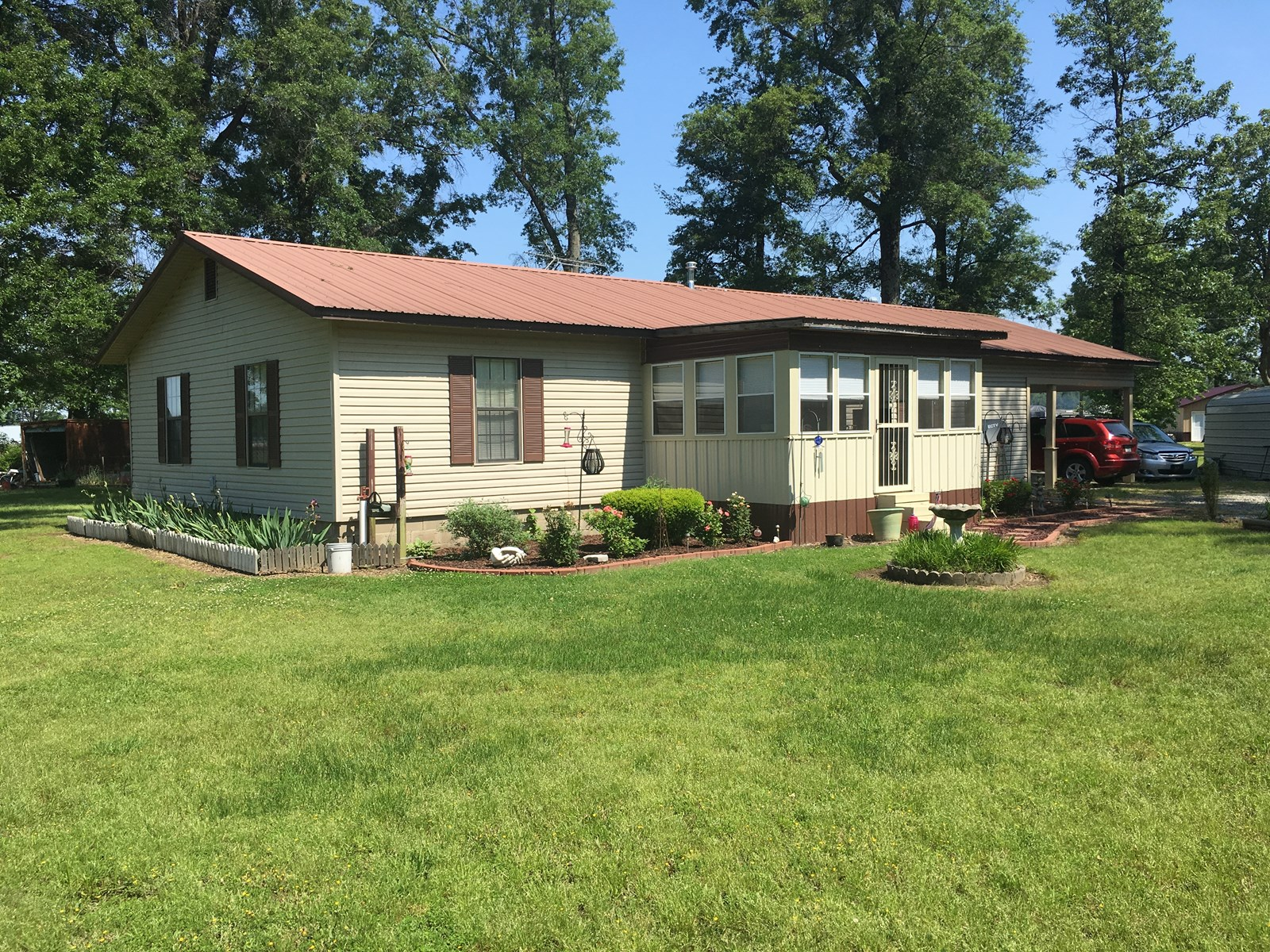 Home in town on 1.25 acres for sale north Arkansas, Corning
