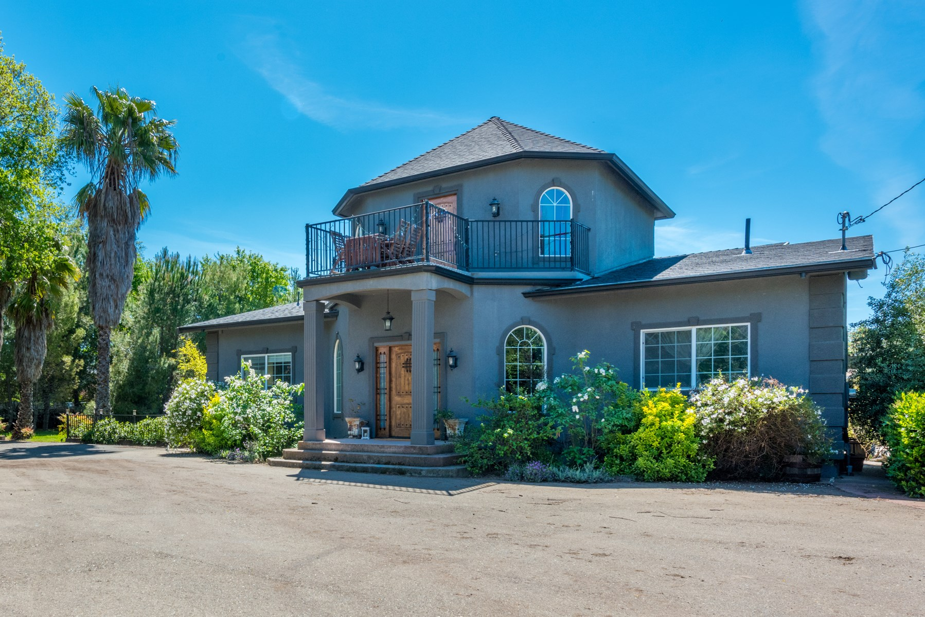 Sacramento Homes with Acreage and Second Unit For Sale