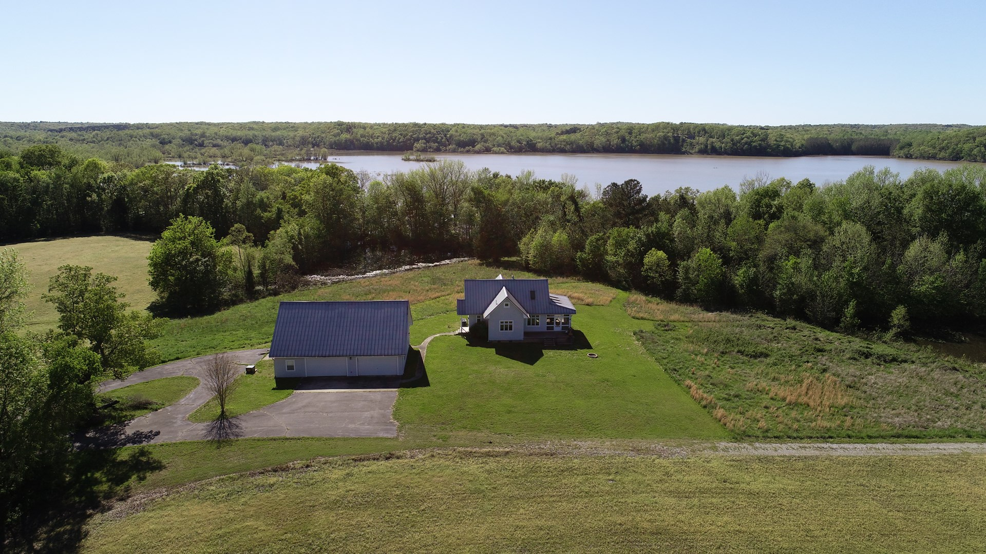 TN Waterfront Home 4 Sale, Benton Co Birdsong Creek, Hunting