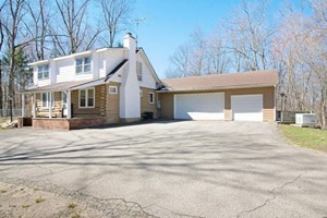 SUCCESSFUL BOARDING KENNEL WITH 5 BED/3 BATH RESIDENCE